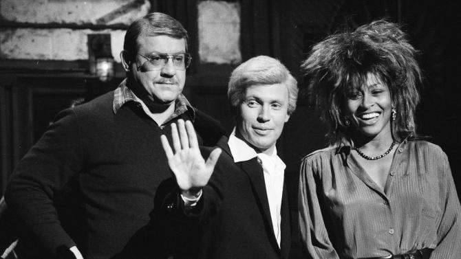 """FILE - In this Jan. 31, 1985 file photo, """"Saturday Night Live"""" actor Billy Crystal, in character as """"Fernando,"""" center, is flanked by host Alex Karras and musical guest Tina Turner during a rehearsal, in New York. Karras, who gained fame in the NFL as a fearsome defensive lineman and later as an actor, has died. He was 77. Craig Mitnick, Karras' attorney, said Karras died at home in Los Angeles on Wednesday, Oct. 10, 2012, surrounded by family.  (AP Photo/Marty Lederhandler, File)"""