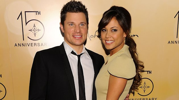 Nick Lachey pops a pose with with wife Vanessa. (Getty Images)