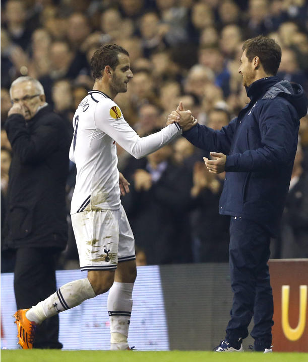 Tottenham's Roberto Soldado, center, is congratulated by manager Andre Villas Boas, right, as Anzhi's manager Gadzhi Gadzhiev looks over during the Europa League group K soccer match between T