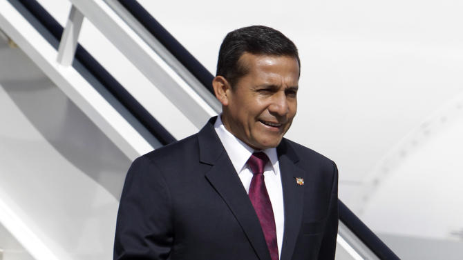 Peru's President Ollanta Humala descends his plane as he arrives to the Jose Marti international airport in Havana, Cuba, Friday, Jan. 11, 2013. Humala arrived to Cuba to visit Venezuela's President Hugo Chavez, who is recovering from cancer surgery.  (AP Photo/Franklin Reyes)