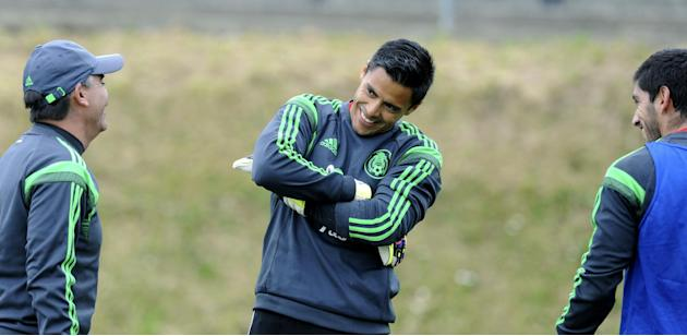 Mexico's goal keeper Alfredo Talavera, center, smiles while training with his teammates in preparation for their upcoming World Cup qualifying soccer match against New Zealand, at Dave Farrington Park