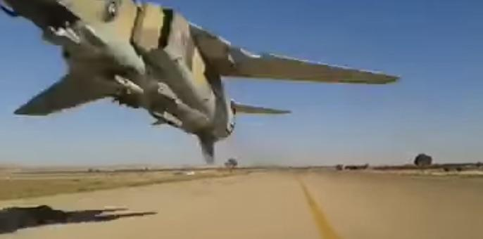 This is why you shouldn't walk under a fighter jet flying feet from the ground