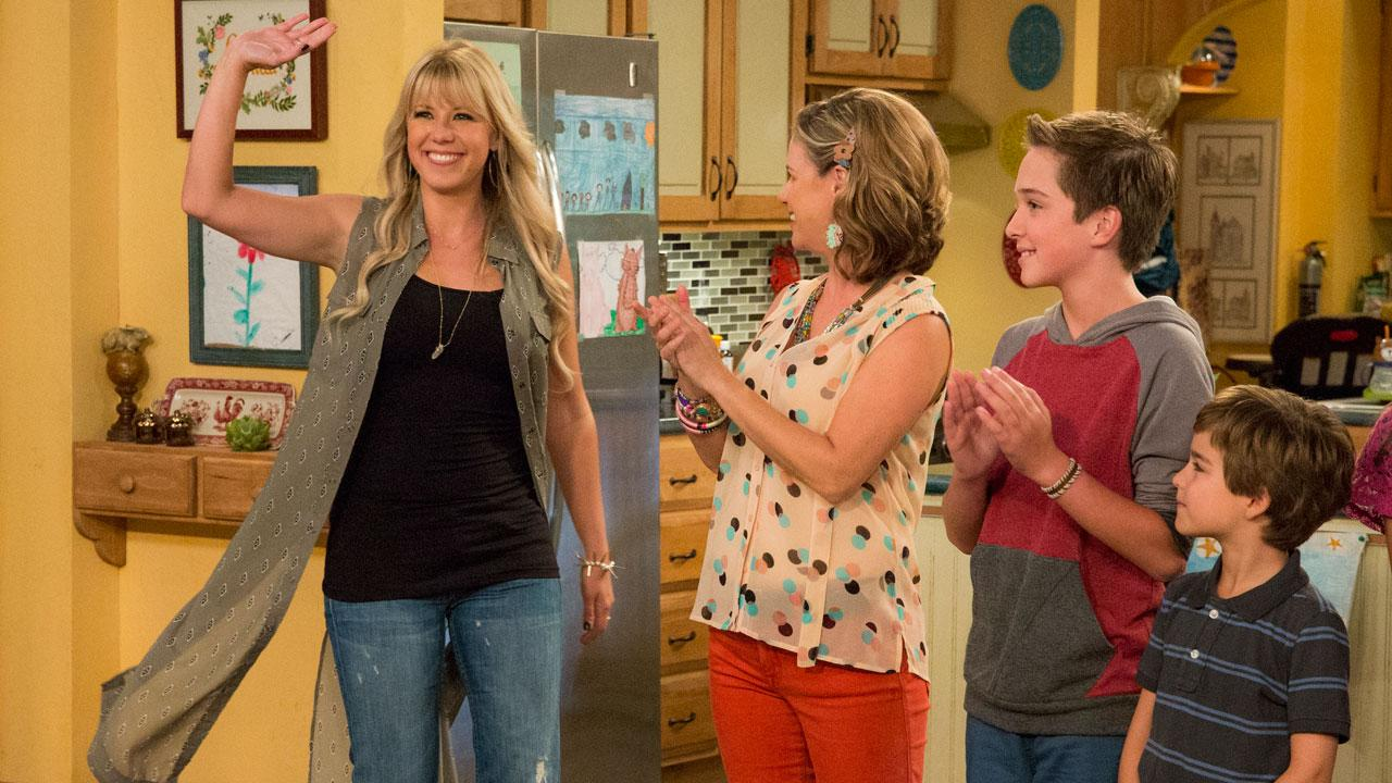 'Fuller House' Star Jodie Sweetin Addresses Those 'Dancing With the Stars' Rumors: 'I Am a Fan!'