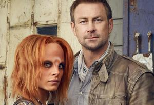 Stephanie Leonidas, Grant Bowler | Photo Credits: Joe Pugliese/Syfy