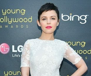 Ginnifer Goodwin looked lovely in lace as she picked up the Style Icon Award at the Young Hollywood Awards