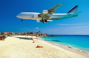 Maho Beach in St. Maarten (Photo: Thinkstock/Medioimages/Photodisc)