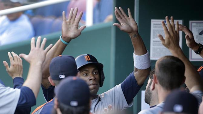 Tigers maul second-place Royals in 16-4 romp