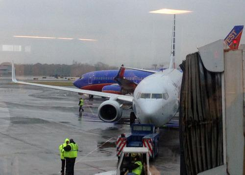 Plane Passenger Tossed after Flipping Out Over Staff's 'Merry Christmas'