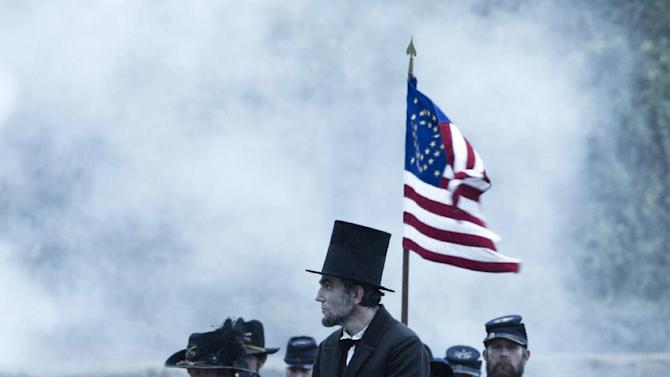 """FILE - This undated publicity photo provided by DreamWorks and Twentieth Century Fox shows Daniel Day-Lewis as President Abraham Lincoln looking across a battlefield in the aftermath of a terrible siege in this scene from director Steven Spielberg's drama """"Lincoln"""" from DreamWorks Pictures and Twentieth Century Fox. (AP Photo/DreamWorks, Twentieth Century Fox, David James, File)"""