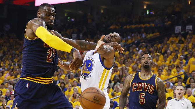 2015 NBA Finals - Game 1 action