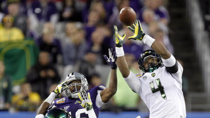 Oregon defensive back Erick Dargan (4) intercepts a pass intended for Kansas State wide receiver Tyler Lockett (16) as Oregon cornerback Ifo Ekpre-Olomu (14) defends to stop Kansas State's final drive during the second half of the Fiesta Bowl NCAA college football game, Thursday, Jan. 3, 2013, in Glendale, Ariz. Oregon won 35-17.(AP Photo/Paul Connors)