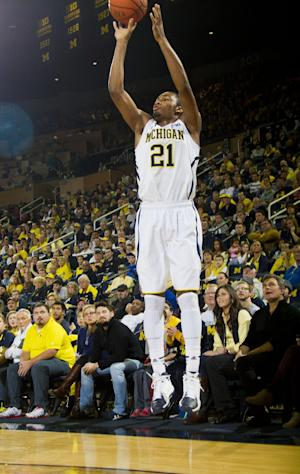 Freshman Irvin scores 24, No. 22 Michigan rolls