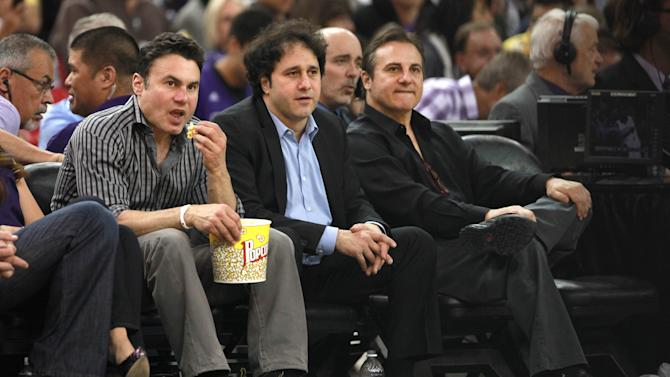 Maloofs agree to sell NBA's Kings to Seattle group