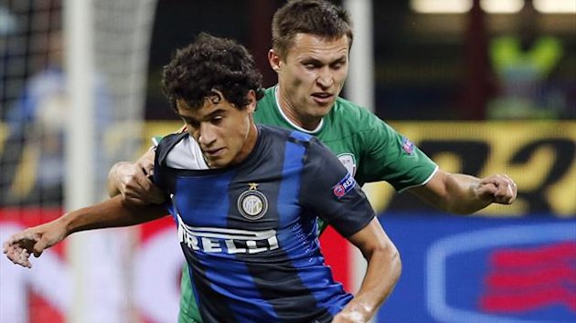Inter Milan&#39;s Coutinho (L) challenges Aleksandr Ryazantsev of Rubin Kazan (Reuters)