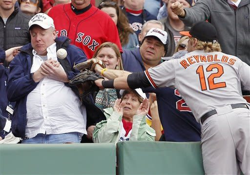 Reynolds and Hammel carry Orioles past Red Sox 8-2