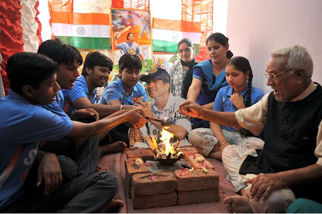 Indian cricket fans offer special prayer