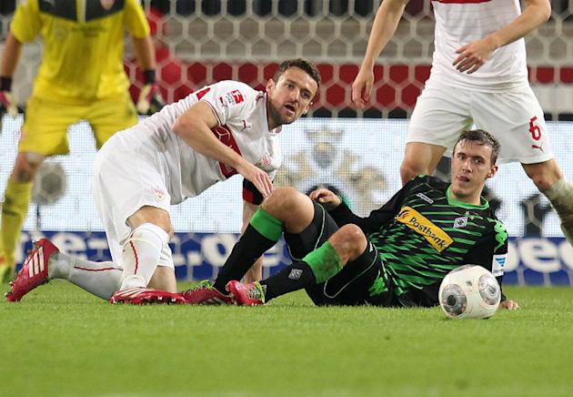 Stuttgart's Christian Gentner, left, and Moenchengladbach's Max Kruse challenge for the ball during the German first division Bundesliga soccer match between VfB Stuttgart and Borussia Moenchengladbac