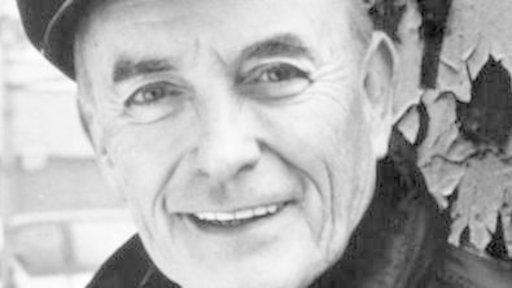 Father Andrew Greeley, Prolific Author, Dies at 85