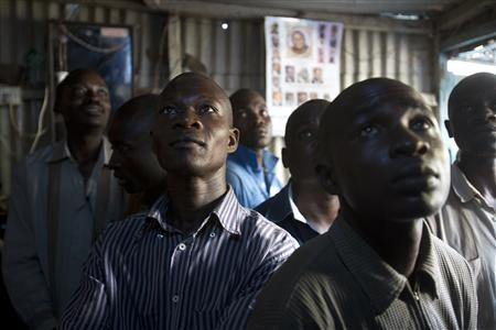 Supporters of Kenyan Prime Minister Raila Odinga watch election results on television in the Mathare slum in the Kenyan capital of Nairobi, March 8, 2013. REUTERS /Karel Prinsloo