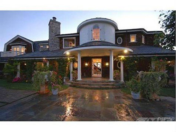 Touring Jessica Simpson's new home