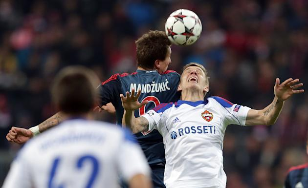 Moscow's Pontus Wernbloom, right, and Bayern's Mario Mandzukic of Croatia challenge for the ball during their Champions League first round group D soccer match between FC Bayern Munich and CSKA Moscow