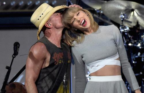 Taylor Swift Returns to Country Roots at Kenny Chesney Show