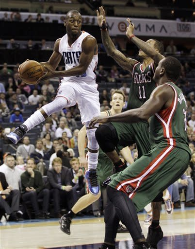 Sessions helps lift Bobcats over Bucks 102-98