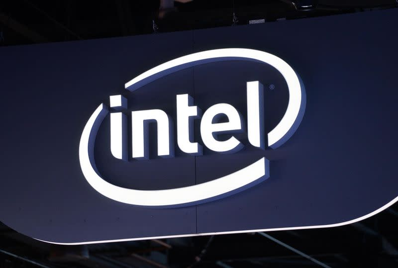Intel says corporations buying more high-end PCs