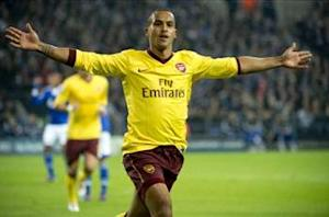 Walcott calls for patience amid Arsenal contract talks