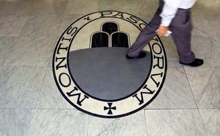 Italian bank Monte Paschi gambles on turnaround by year-end