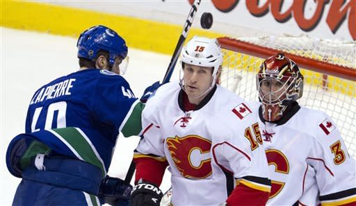 Canucks take over top spot in West with 3-2 win
