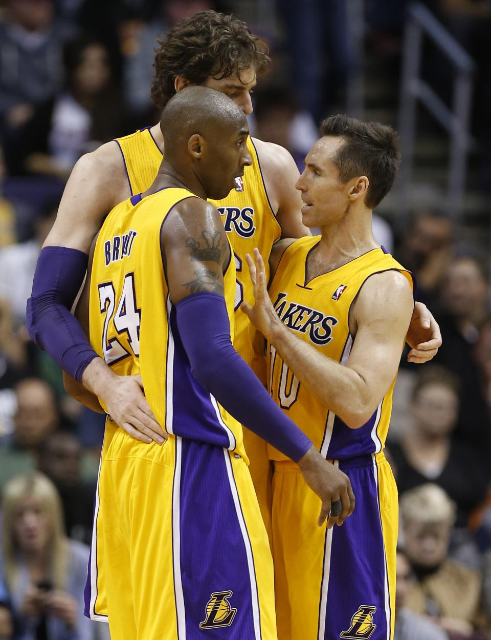 Los Angeles Lakers' Steve Nash, right, Kobe Bryant (24) and Pau Gasol, of Spain, talk during a timeout against the Phoenix Suns during the second half of an NBA basketball game, Wednesday, Jan. 30, 2013, in Phoenix. The Suns won 92-86. (AP Photo/Matt York)
