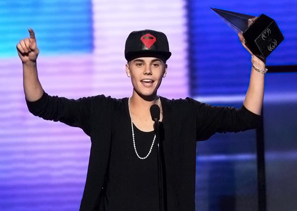 American Music Awards Crown Justin Bieber Artist of the Year