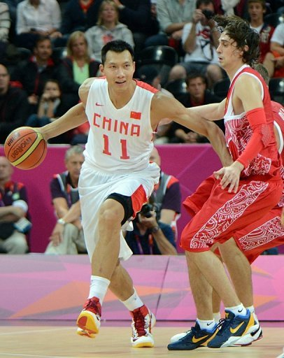 Yi Jianlian (left) vies with Russian guard Alexey Shved