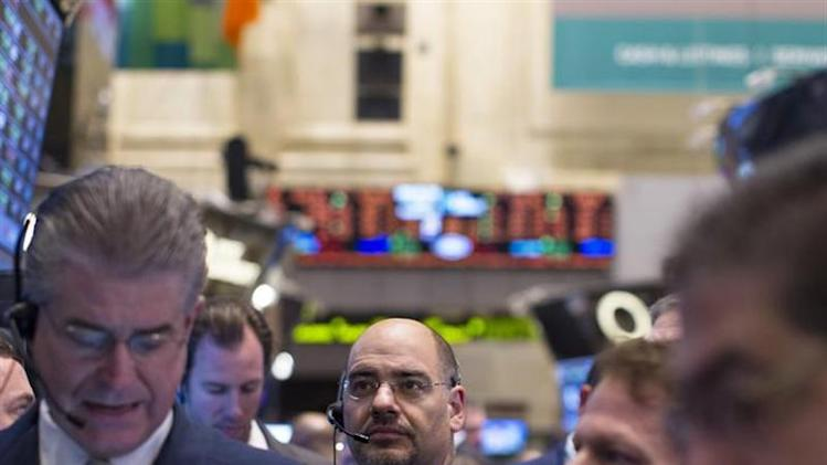 Traders work on the floor of the New York Stock Exchange, November 22, 2013. REUTERS/Brendan McDermid