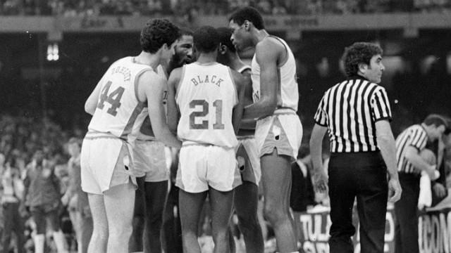 Memorable Moments: The huddle before Michael Jordan's shot