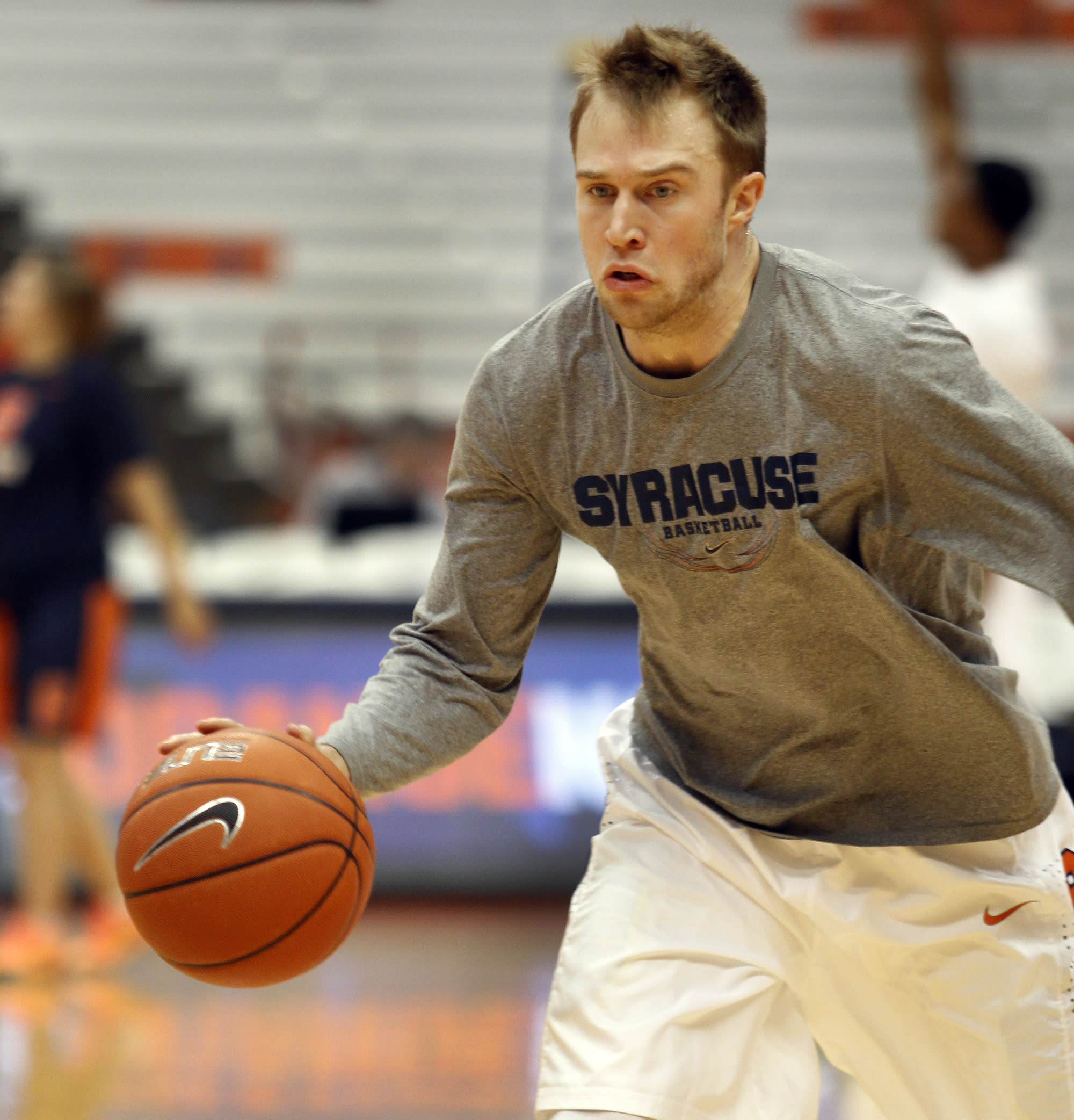 Syracuse regroups behind Cooney and Christmas