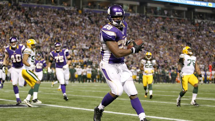 Minnesota Vikings running back Adrian Peterson catches a two-yard touchdown pass during the second half of an NFL football game against the Green Bay Packers Sunday, Dec. 30, 2012, in Minneapolis. (AP Photo/Genevieve Ross)