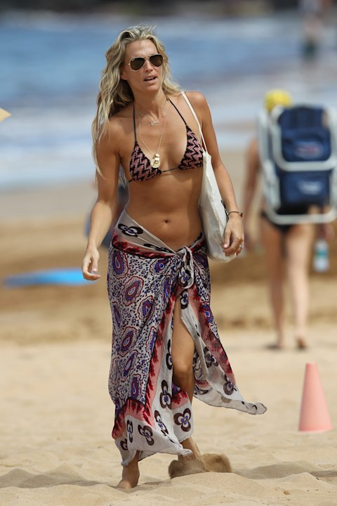 A bikini clad Molly Sims spotted on her honeymoon in Maui, Hawaii with new husband Scott Stuber