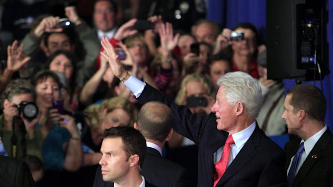 Former President Bill Clinton waves as he leaves following a campaign stop for President Barack Obama at the University of New Hampshire, Wednesday, Oct. 3, 2012 in Durham, NH (AP Photo/Jim Cole)