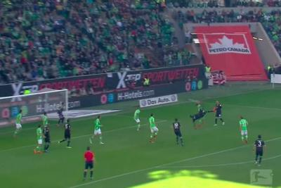 This bicycle kick might keep Hannover in the Bundesliga
