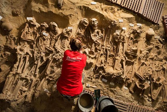 Hundreds of Medieval Bodies Found Under Paris Supermarket