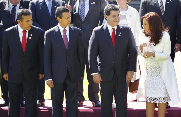 Argentina's president Fernández de Kirchner speaks with Paraguay's president Cartes, Mexico's president Pena Nieto and Peru's president Humala after a meeting at Cerro Castillo Preside