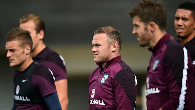 England's Wayne Rooney (C) takes part in a team training session at St George's Park, Burton-upon-Trent, central England on September 2, 2015