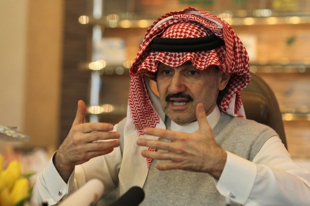 """Saudi Prince Alwaleed bin Talal speaks during an interview with Reuters at his offices in Kingdom Tower in Riyadh, May 6, 2013. A potential split-up of the operations of U.S. bank Citigroup Inc is now """"completely dead,"""" Saudi prince Alwaleed bin Talal, the bank's largest individual shareholder said in an interview on Monday. REUTERS/Faisal Al Nasser (SAUDI ARABIA - Tags: BUSINESS)"""