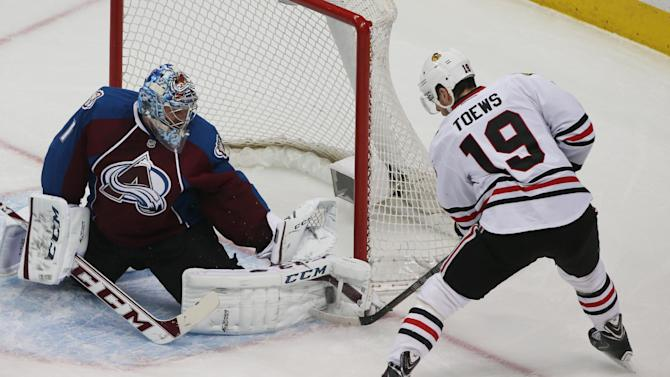 Varlamov helps Avs to 3-2 win over Blackhawks