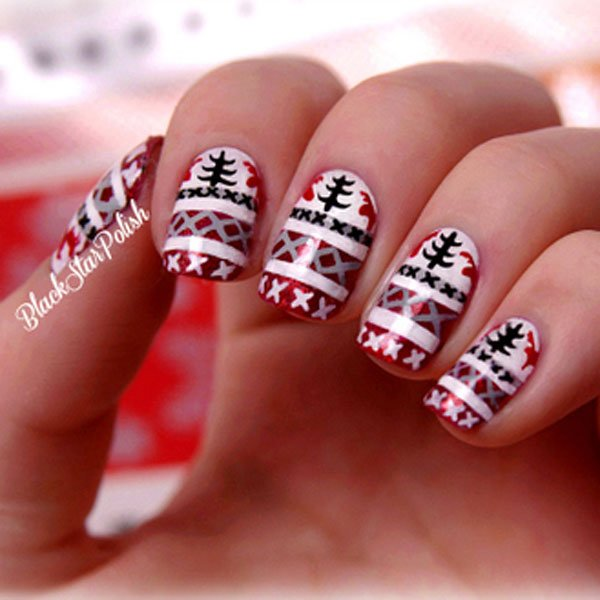 Best Christmas nail art © black star polish / tumblr