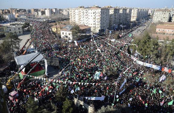 Kurds urge respect for Muslim prophet in Turkey rally