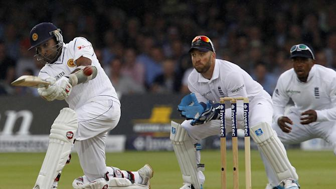 England wicketkeeper Matt Prior (C) looks on as Sri Lanka's Mahela Jayawardene (L) plays a shot on the third day's play in the first Test at Lord's cricket ground in London on June 14, 2014