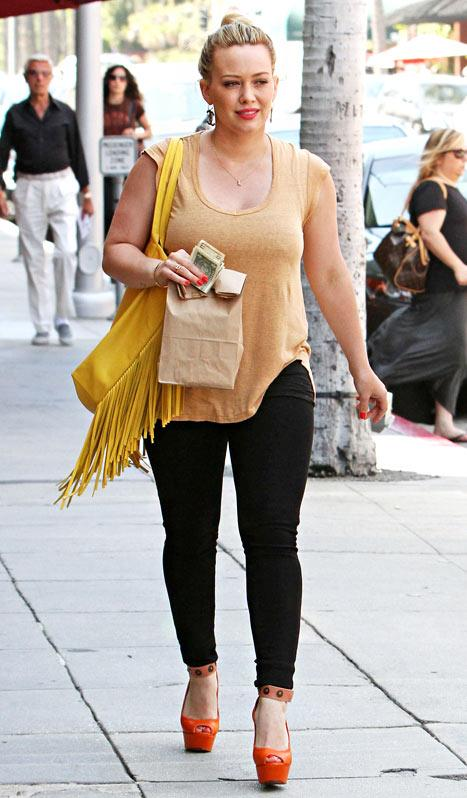 Hilary Duff Wears Size 26 Skinny Jeans 8 Months After Baby